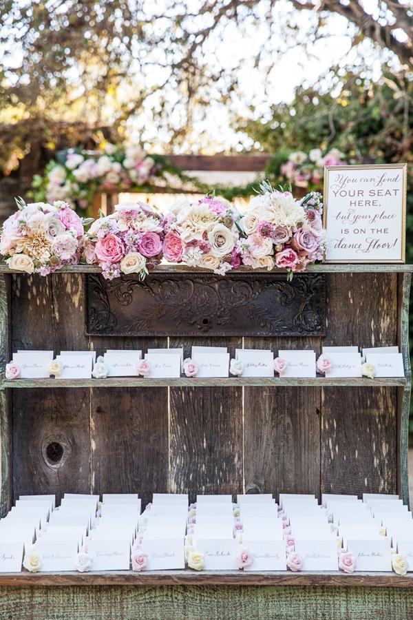 Escort cards με τριανταφυλλα