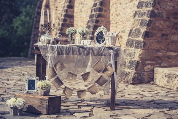 Ρουστικ διακοσμηση γαμου