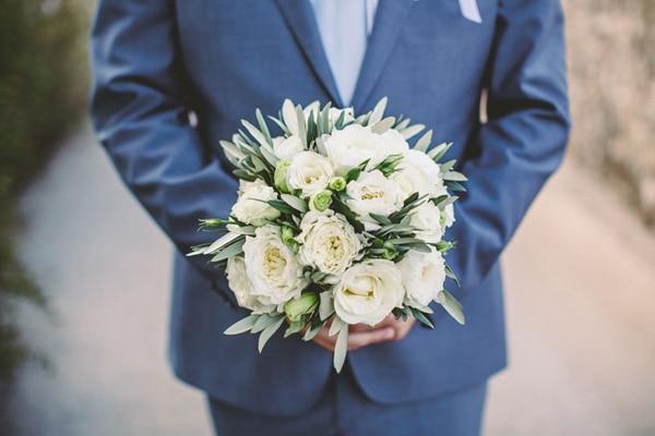 Στρογγυλή ανθοδέσμη γαμου με David Austin τριαντάφυλλα