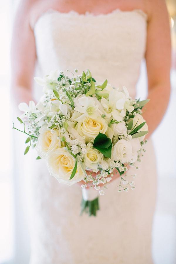Λευκη νυφικη ανθοδεσμη με τριανταφυλλα