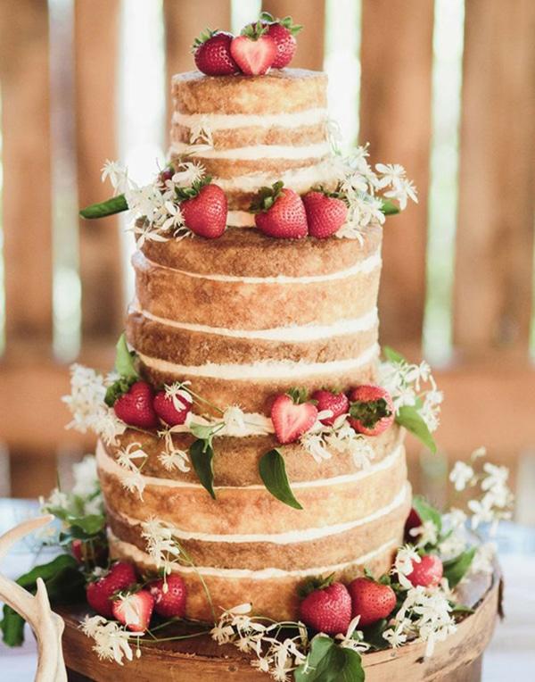 Naked Cake με φραουλες