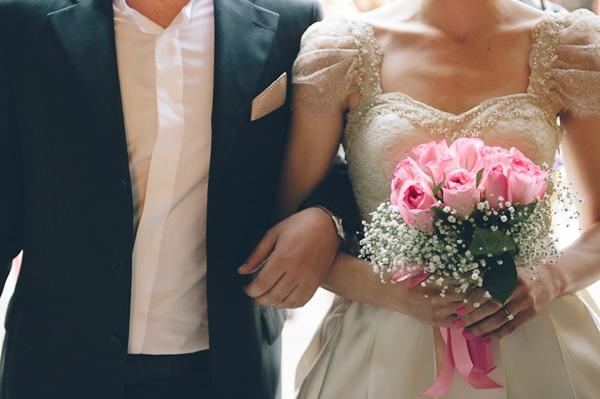 Μπουκετο γαμου με τριανταφυλλα