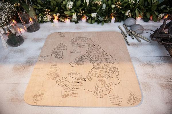 Πρωτοτυπος ξυλινος χαρτης για τις ευχες των καλεσμενων