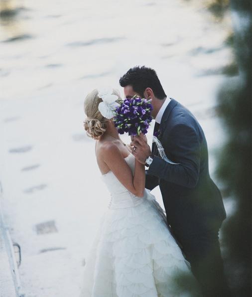 Ανθοδεσμη για γαμο με μωβ λουλουδια
