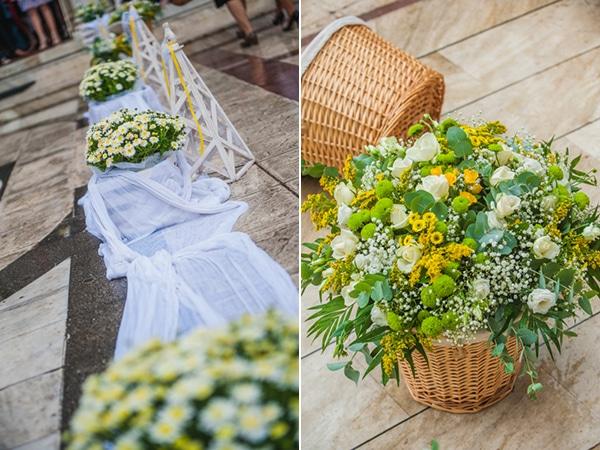 Στολισμος εκκλησιας με κιτρινα λουλουδια