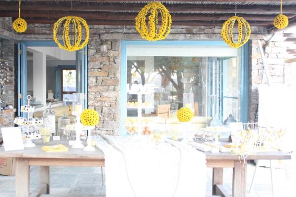 Ανθοστολισμος γαμου με κιτρινα λουλουδια