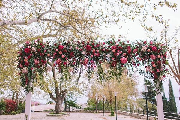Στολισμος με λουλουδια σε εντονα χρωματα