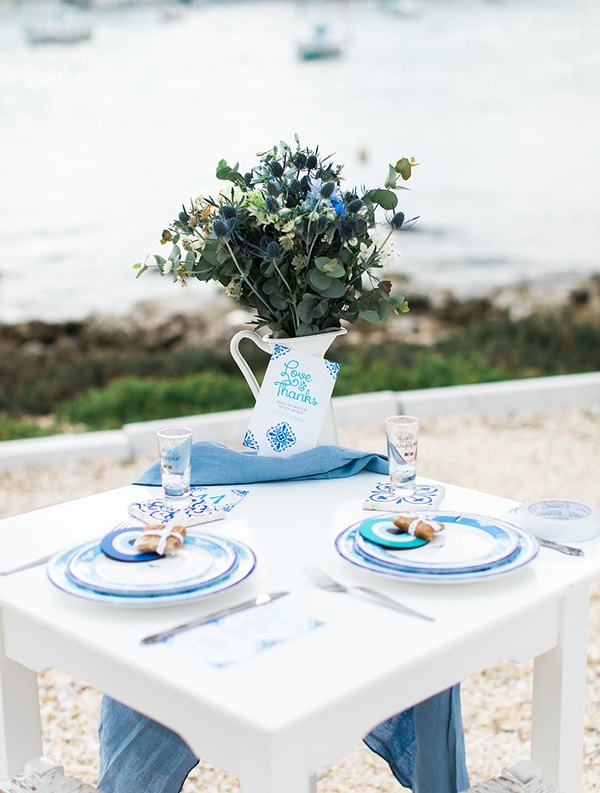 White and blue διακοσμηση τραπεζιου