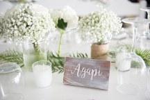 Στολισμος τραπεζιου με λευκα λουλουδια