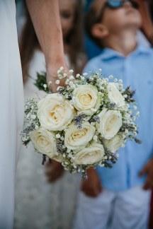 Νυφικη ανθοδεσμη με λευκα τριανταφυλλα