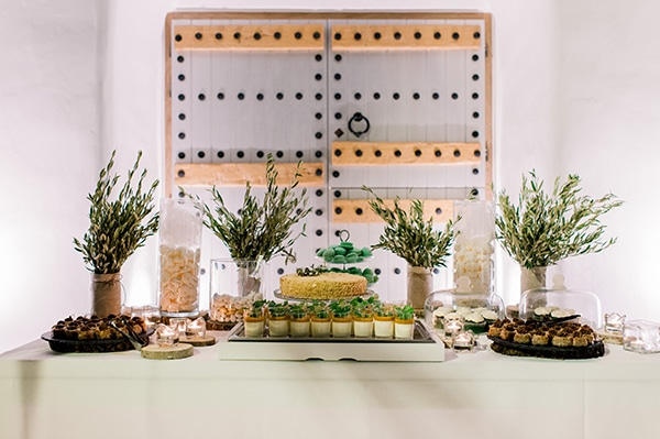 Rustic dessert table δεξιωσης