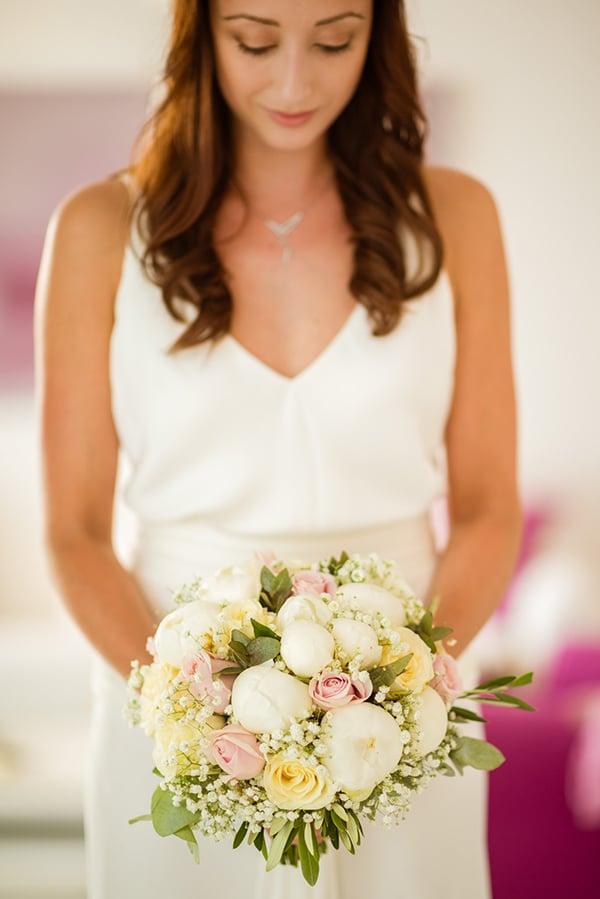 Νυφικη ανθοδεσμη σε ροζ και λευκο χρωμα