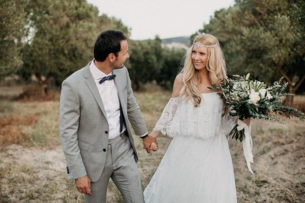 Boho γαμος διπλα στη θαλασσα με μακραμε λεπτομερειες