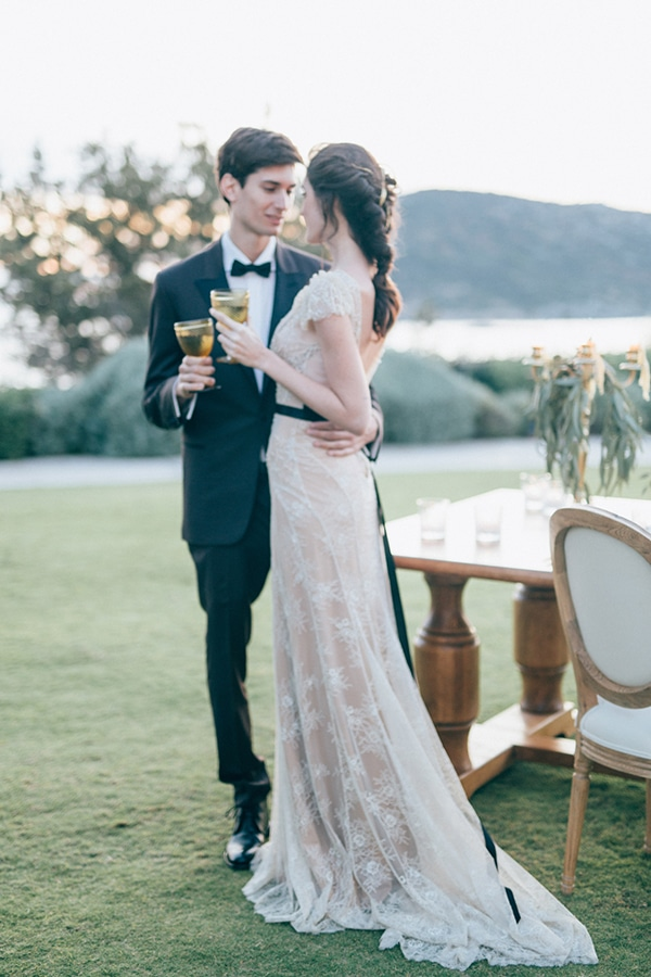 gorgeous-styled-shoot-with-gold-details-18
