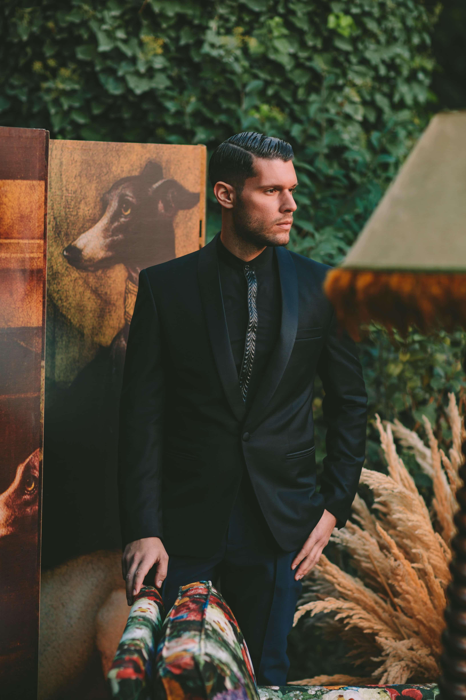Total black κοστουμι γαμπρου