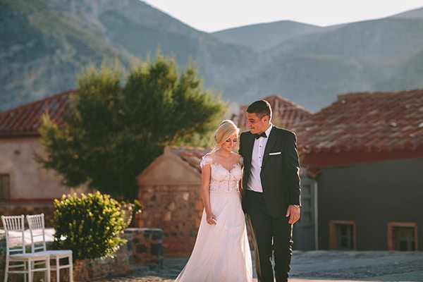 Καλοκαιρινός πανέμορφος γάμος στη Μονεμβασιά | Ελένη & Χρήστος
