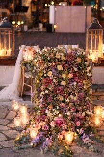 Στολισμος δεξιωσης γαμου με λουλουδια, κερια και τουλι