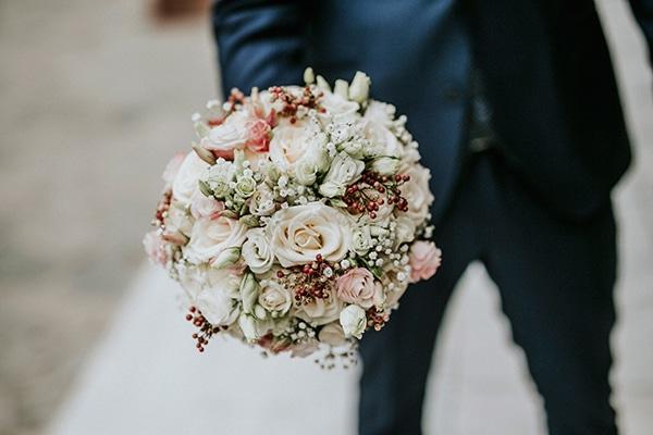 Ρομαντικη ανθοδεσμη για νυφη