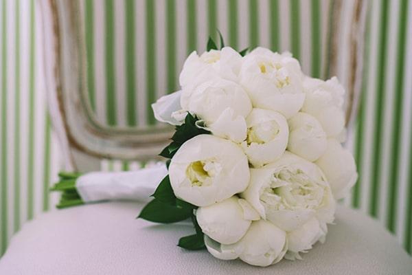 Νυφικες ανθοδεσμες με λευκα λουλουδια