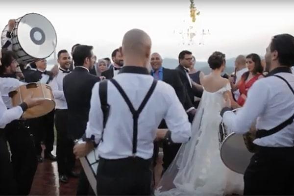 Βίντεο γάμου με το έθιμο Zaffe απο Black and White Drums