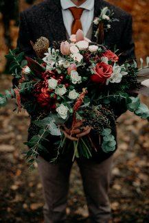 Ρουστικ boho νυφικη ανθοδεσμη με κοκκινα τριανταφυλλα