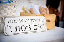 Πρωτοτυπη πινακιδα για γαμο