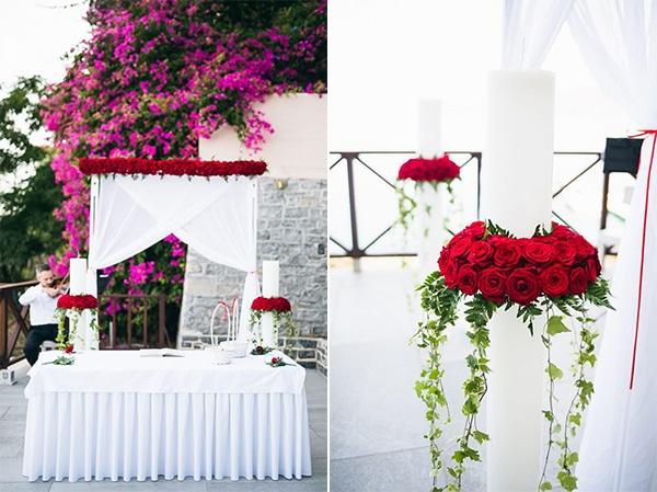 Καμαρα απο κοκκινα τριανταφυλλα