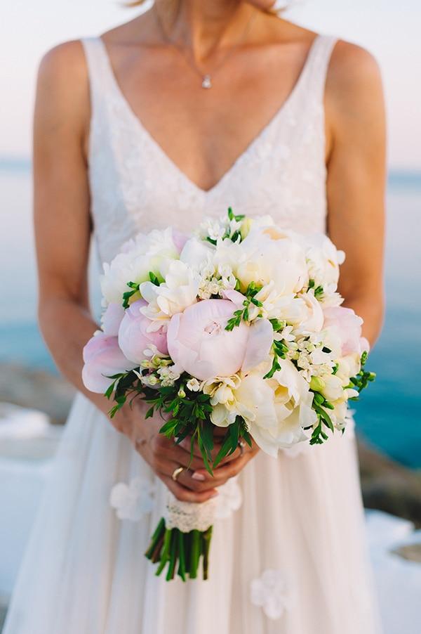 Νυφικη ανθοδεσμη για ενα ρομαντικο γαμο σε ροζ και λευκες αποχρωσεις