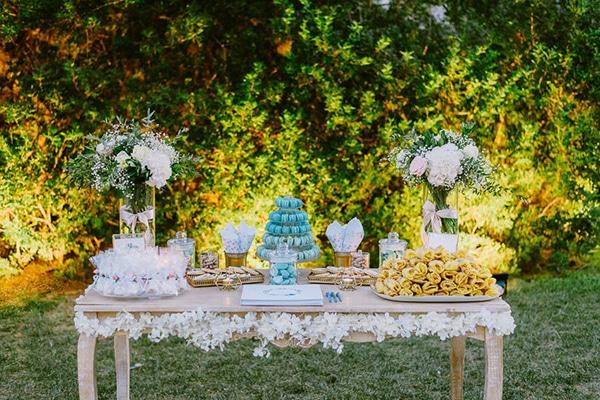 Ονειρικη διακοσμηση γαμου με λευκες παστελ ροζ και πρασινες αποχρωσεις