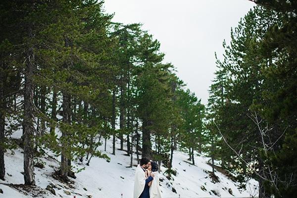 winter-gold-white-tones-wedding_34