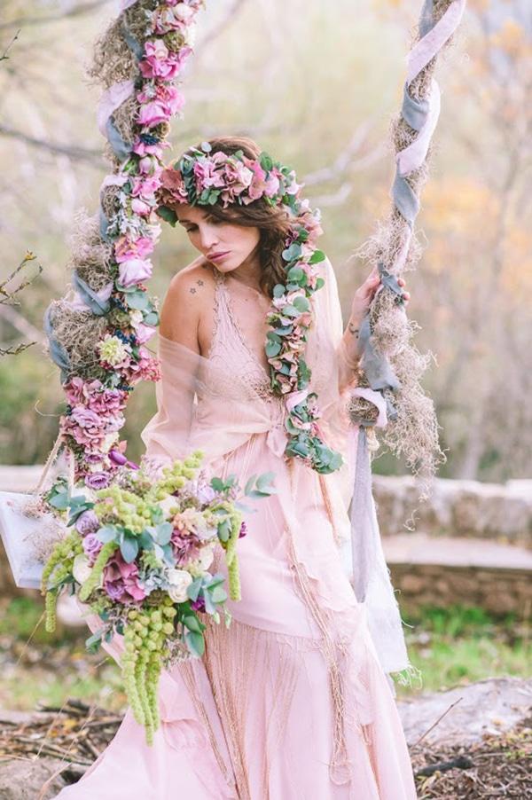 Πλεξούδα με φρέσκα λουλούδια