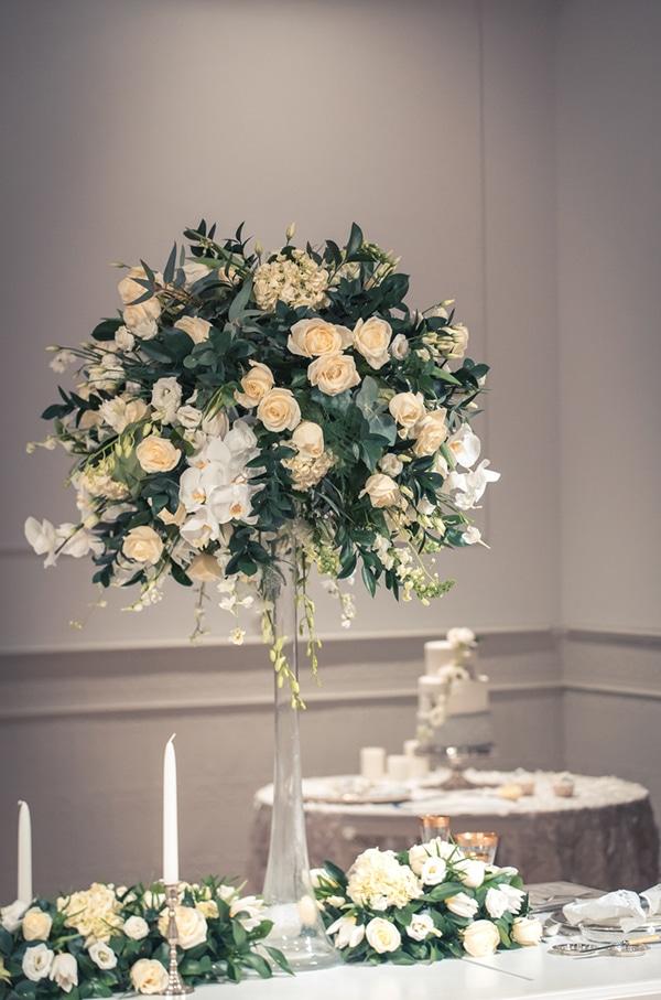 Ιδεες για elegant ανθοστολισμο δεξιωσης με κρυσταλλινα stands και λουλουδια