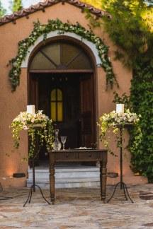 Στολισμος εκκλησιας με ρομαντικα χρωματα