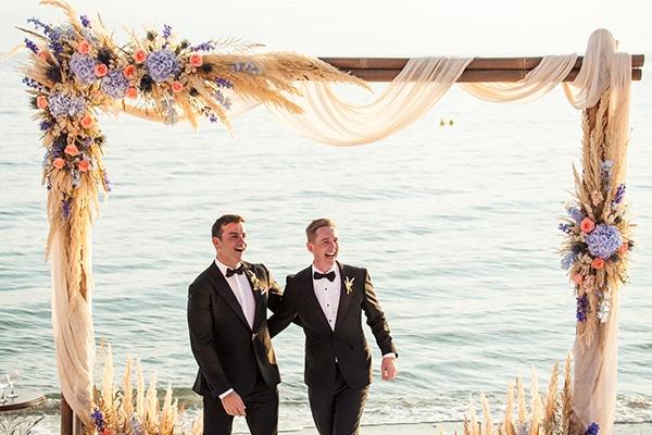 Όμορφος γάμος στο Πήλιο σε λευκές μπλε και μωβ αποχρώσεις