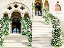 Στολισμος στην εκκλησια γαμου με αψιδες