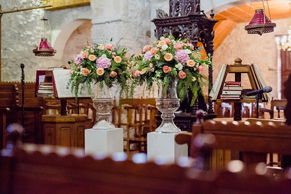 Στολισμος εκκλησιας με ρομαντικο στυλ