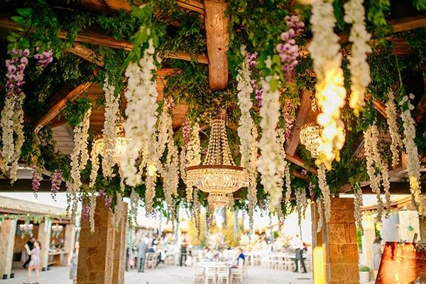 Ιδεες για διακοσμηση γαμου με κρεμαστα λουλουδια