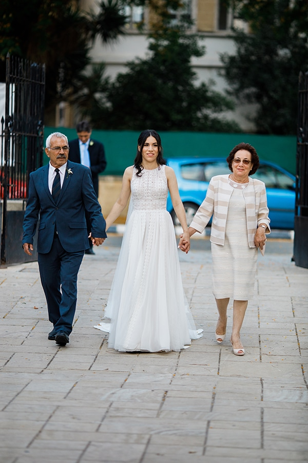 beautiful-wedding-greenery-white-flowers_17
