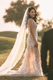 Μοντέρνο νυφικό φόρεμα