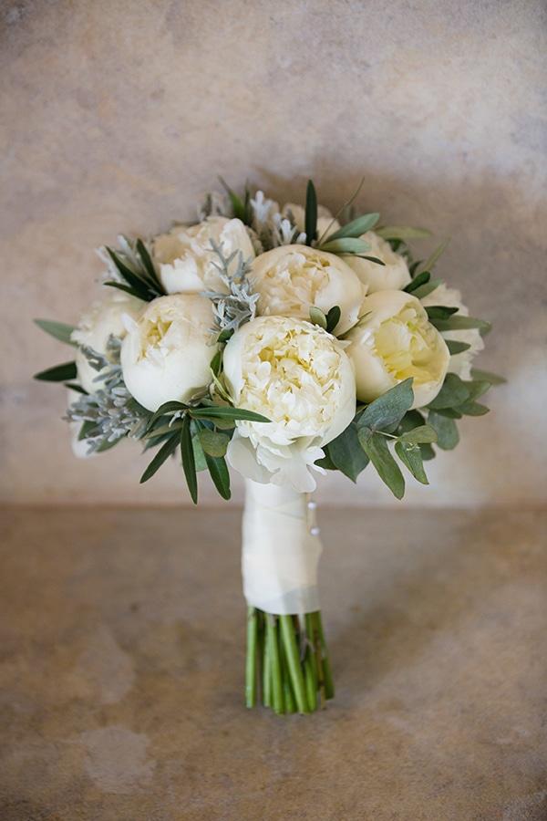 Νυφικη ανθοδεσμη με κυριαρχα χρωματα το λευκο και πρασινο