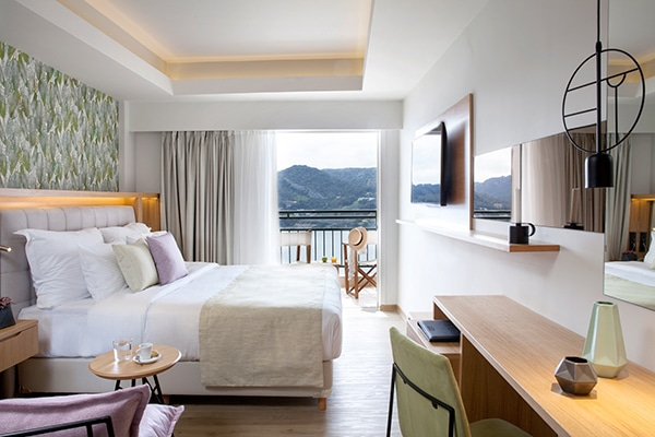 enjoy-dreamy-honeymoon-dolce-attica-riviera_03