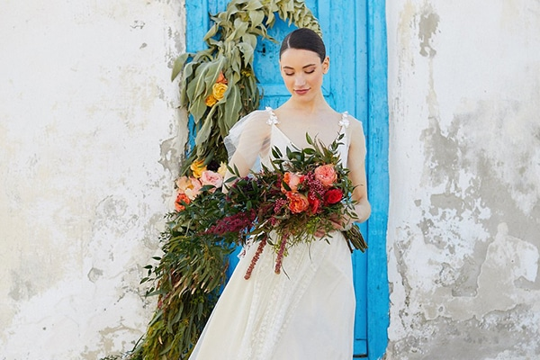 Gorgeous wedding dress with a romantic flair | Katia Delatola
