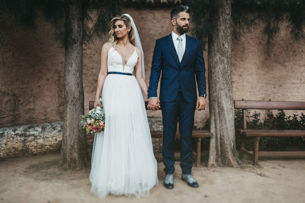 Μοντερνος minimal γαμος με πολυχρωμα λουλουδια | Γωγω & Ακης