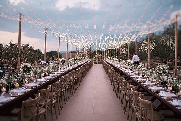 Ονειρική διακόσμηση γάμου με ατμοσφαιρικό φωτισμό