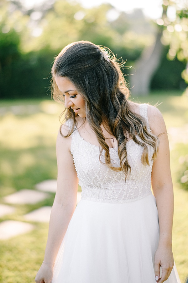 Μαλλιά νύφης σε αέρινες μπούκλες