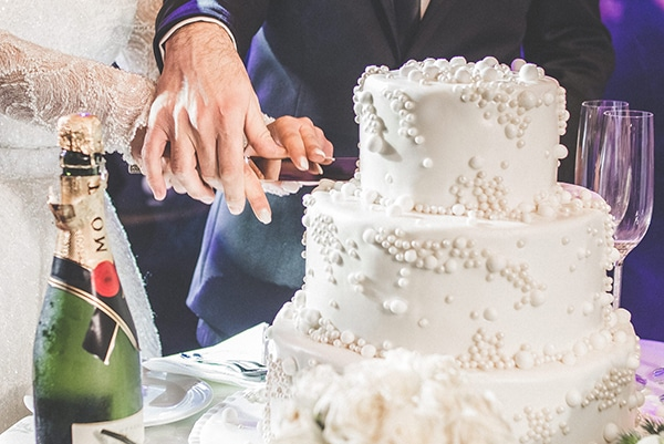 Τούρτα γάμου σε λευκό χρώμα