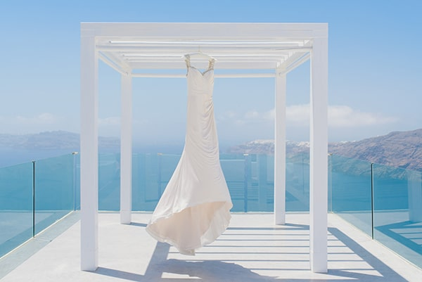 intimate-wedding-minimal-details-santorini_06