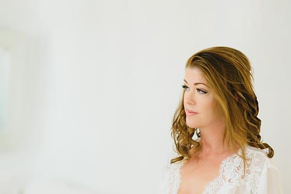 intimate-wedding-minimal-details-santorini_07