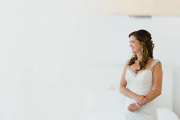 intimate-wedding-minimal-details-santorini_09