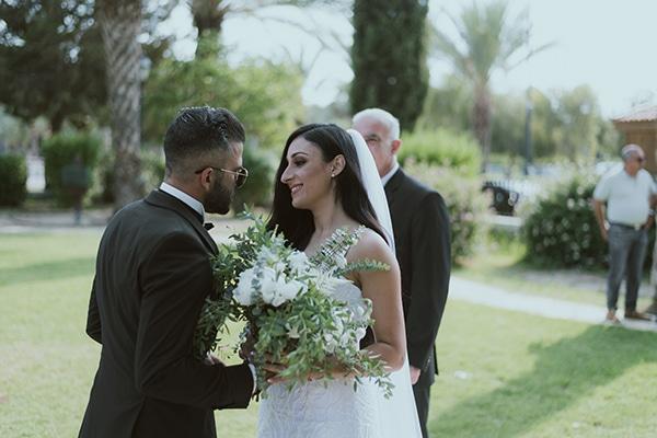 modern-romantic-wedding-white-hues_13